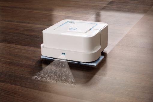 V režime mokrého mopovania odstráni nečistoty a škvrny