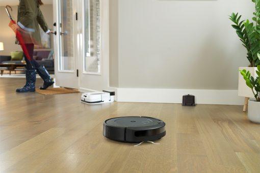 Keď Roomba dovysáva, povie Braave, aby začla mopovať